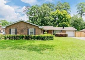3907 Dalraida Place, Montgomery, Alabama, 4 Bedrooms Bedrooms, ,2 BathroomsBathrooms,Residential,For Sale,Dalraida,471796