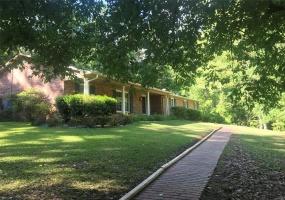 301 Harrogate Springs Road, Wetumpka, Alabama, 4 Bedrooms Bedrooms, ,3 BathroomsBathrooms,Residential,For Sale,Harrogate Springs,444029